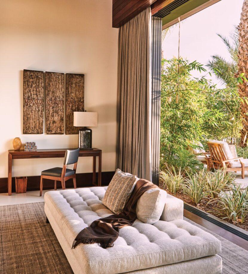 sublinear sliding door lounge room